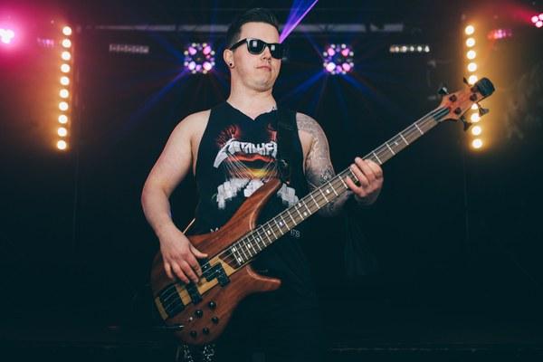 fowkes-debut-rock-look
