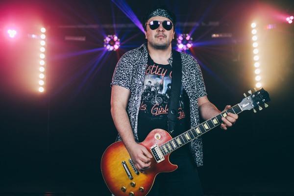 matt-guitar-leopard-rock-look