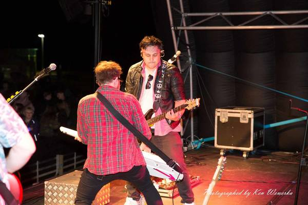 matt-phil-guitar-fight-popgun