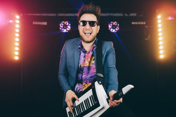 phil-keytar-pop-look