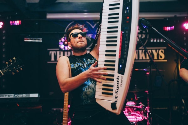 phil-maher-keytar-high-3wm