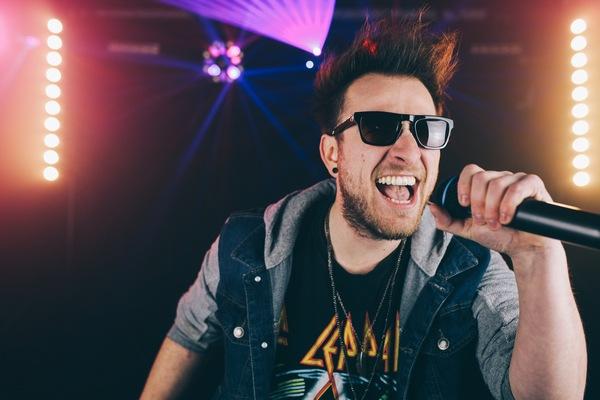 phil-scream-rock-look